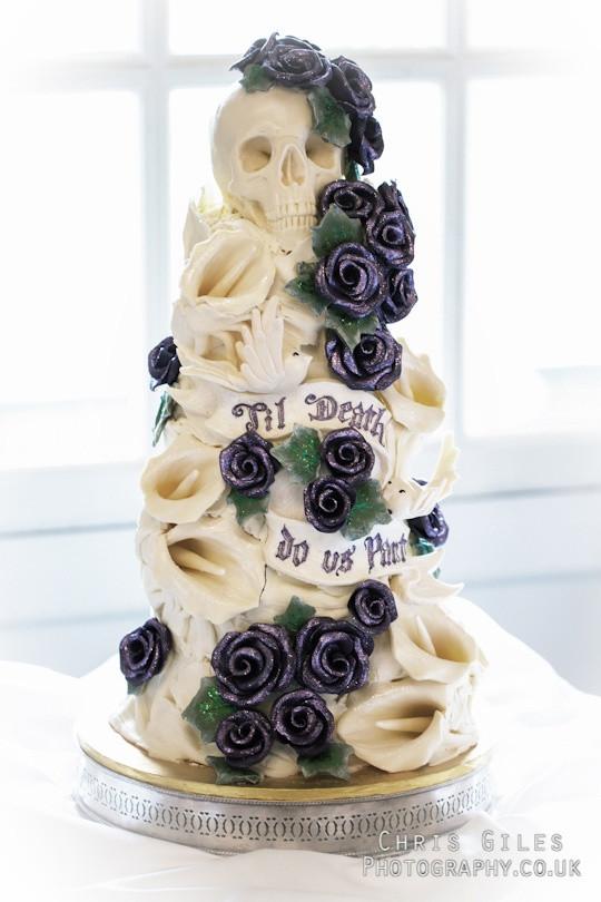 Skull Wedding Cakes  horror wedding cake