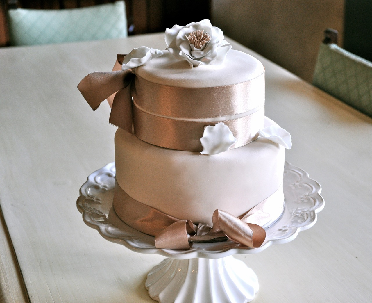 Small 2 Tier Wedding Cakes  Rozanne s Cakes Small two tier wedding cake