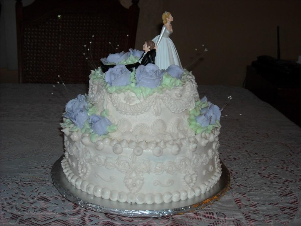 Small 2 Tier Wedding Cakes  Small 2 tier wedding cakes idea in 2017