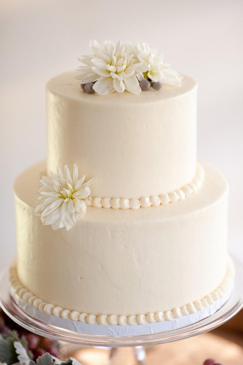 Small Elegant Wedding Cakes  White wedding cakes