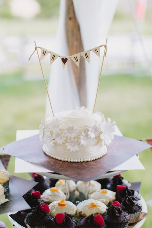 Small Rustic Wedding Cakes  10 Super Sweet Small Wedding Cakes Rustic Wedding Chic