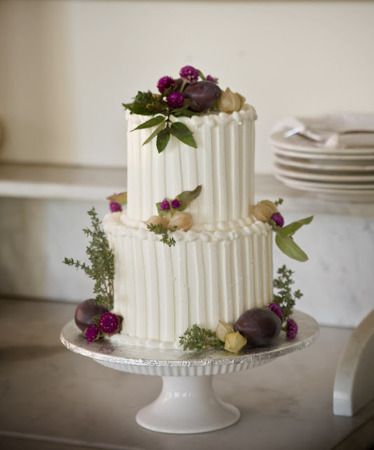 Small Wedding Cakes Pictures  A Simple Cake The Sweetness of Small Weddings