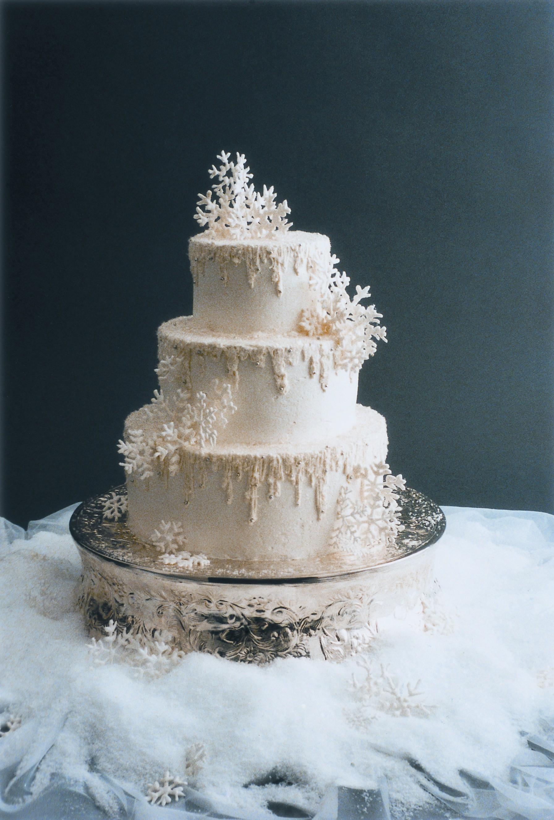 Snow Flake Wedding Cakes  Best Winter Wedding Decorations Ever