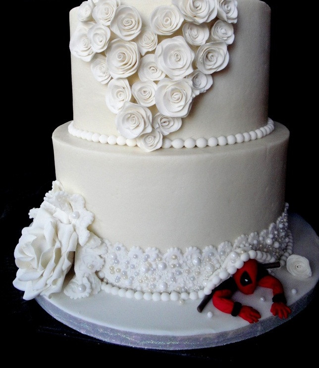Spiderman Wedding Cakes  Couples Crazy Over Hiding Spider Man on Wedding Cakes