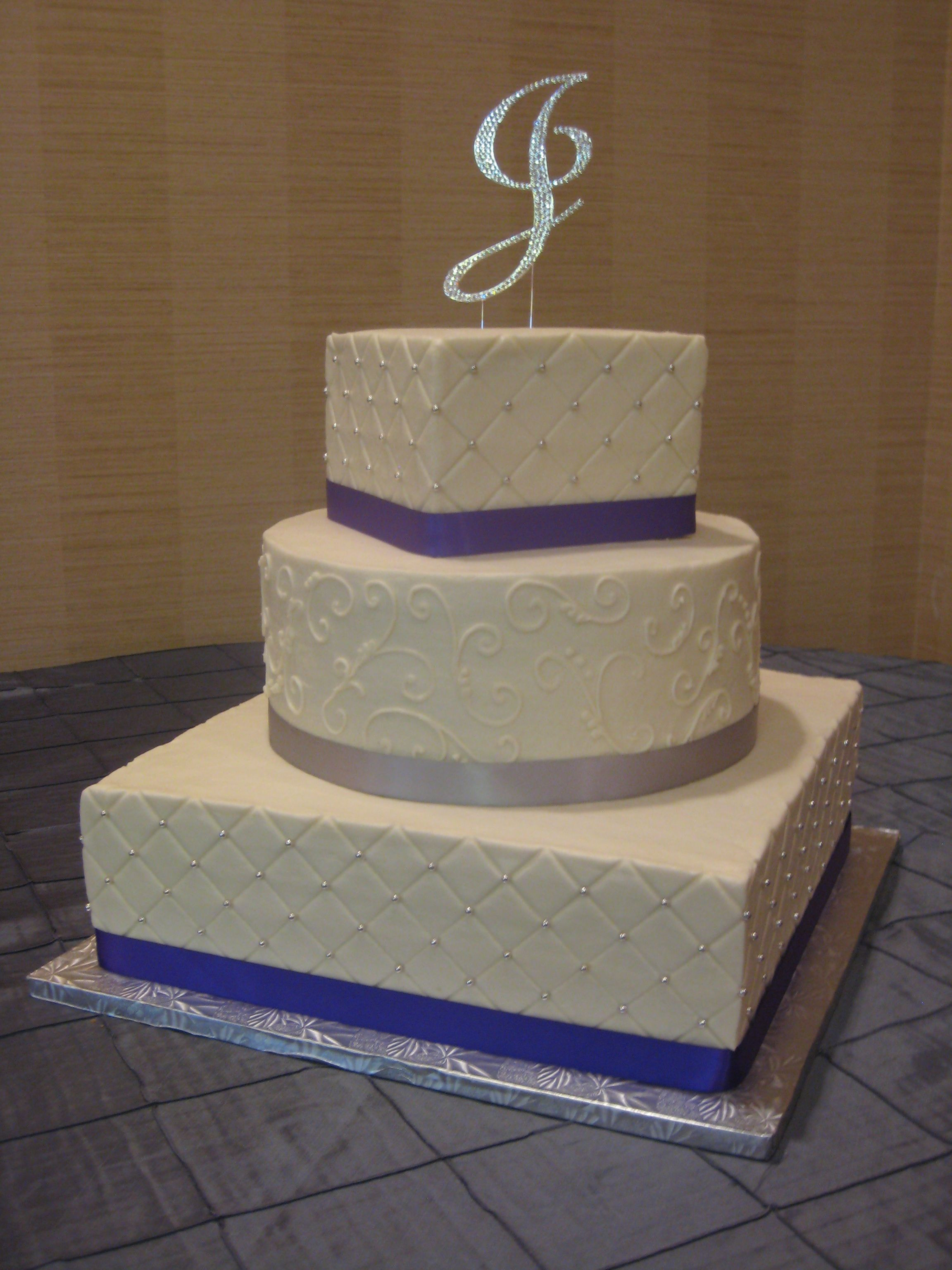 Square And Round Wedding Cakes  3 tier square and round wedding cake with diamond