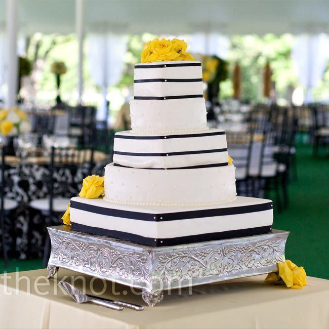Square And Round Wedding Cakes  Round and Square Wedding Cake