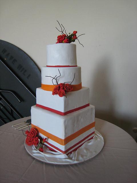 Square And Round Wedding Cakes  Square and round wedding cake