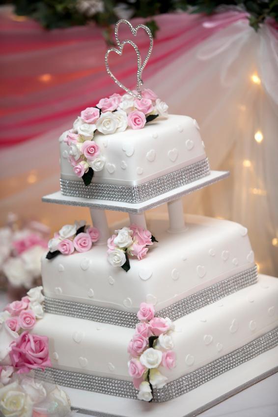 Square Wedding Cakes Pictures  of Square Wedding Cakes [Slideshow]