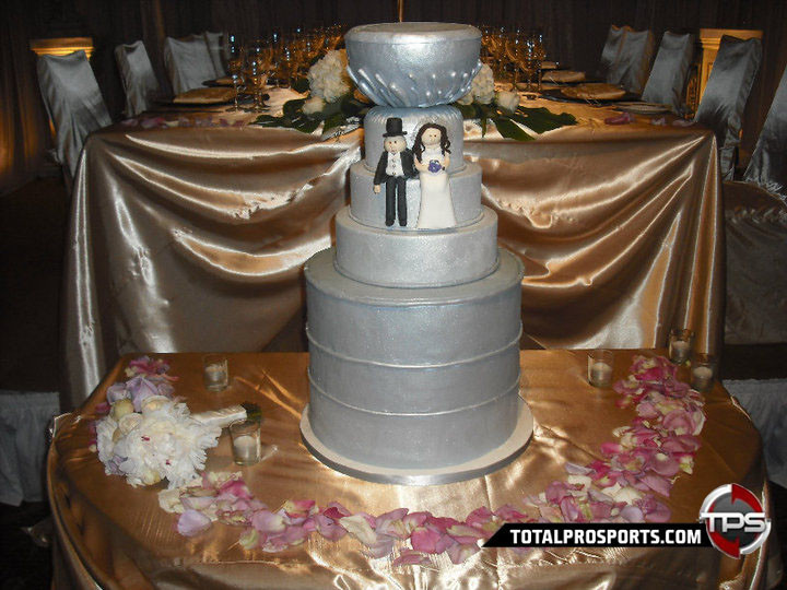 Stanley Cup Wedding Cakes  Picture The Day This Stanley Cup Takes The Cake