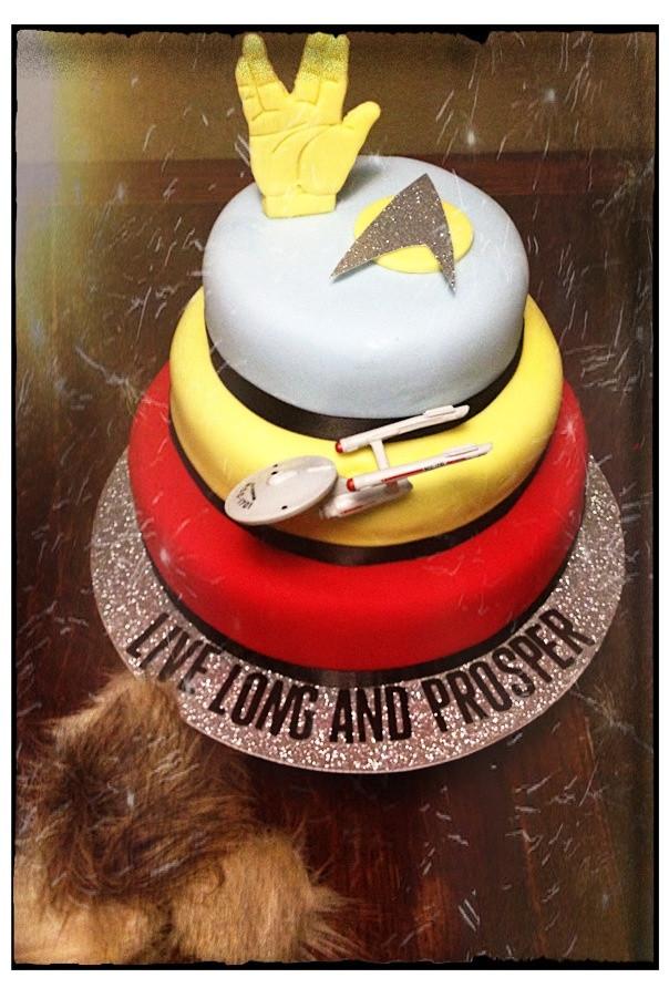 Star Trek Wedding Cakes  17 Best images about Star Trek Party on Pinterest