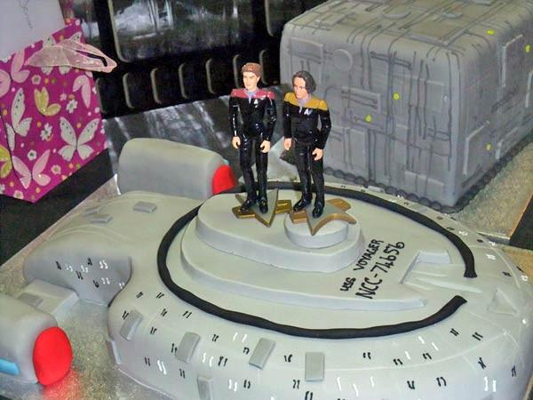 Star Trek Wedding Cakes  Star Trek Voyager and Borg Cube Wedding Cakes [pics