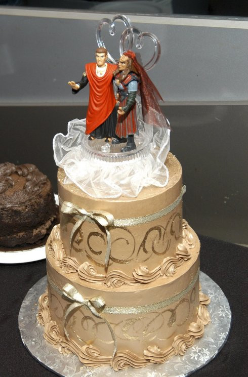 Star Trek Wedding Cakes  28 Strange Wedding Cake Toppers Now That s Nifty