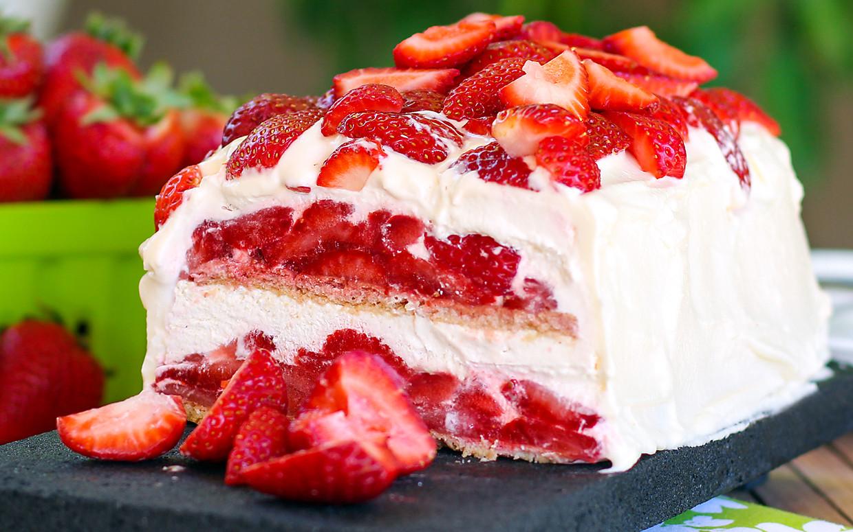 Strawberry Summer Cake  10 Scrumptious Summer Strawberry Recipes