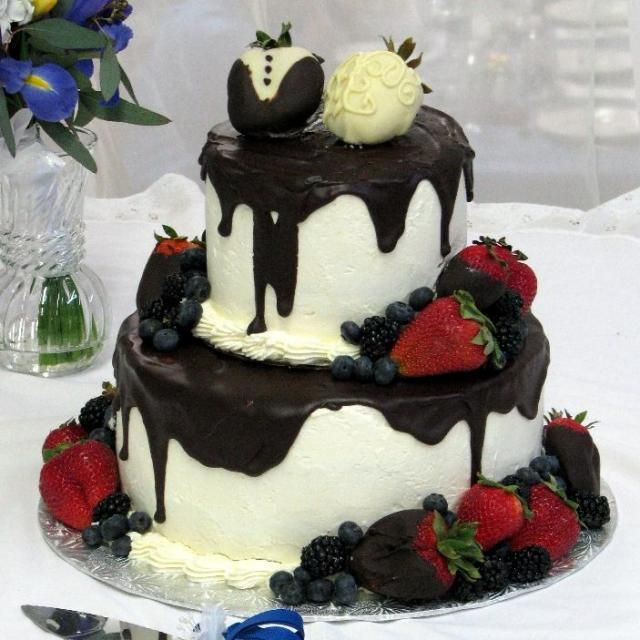 Strawberry Wedding Cake Recipes  Chocolate and strawberry wedding cake