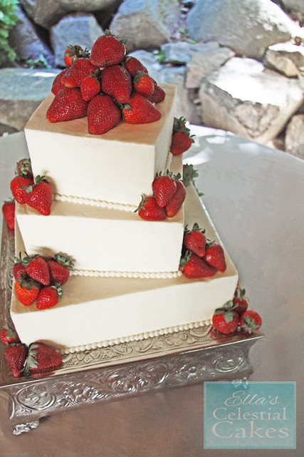 Strawberry Wedding Cake  It s Summer Strawberry Wedding Cake