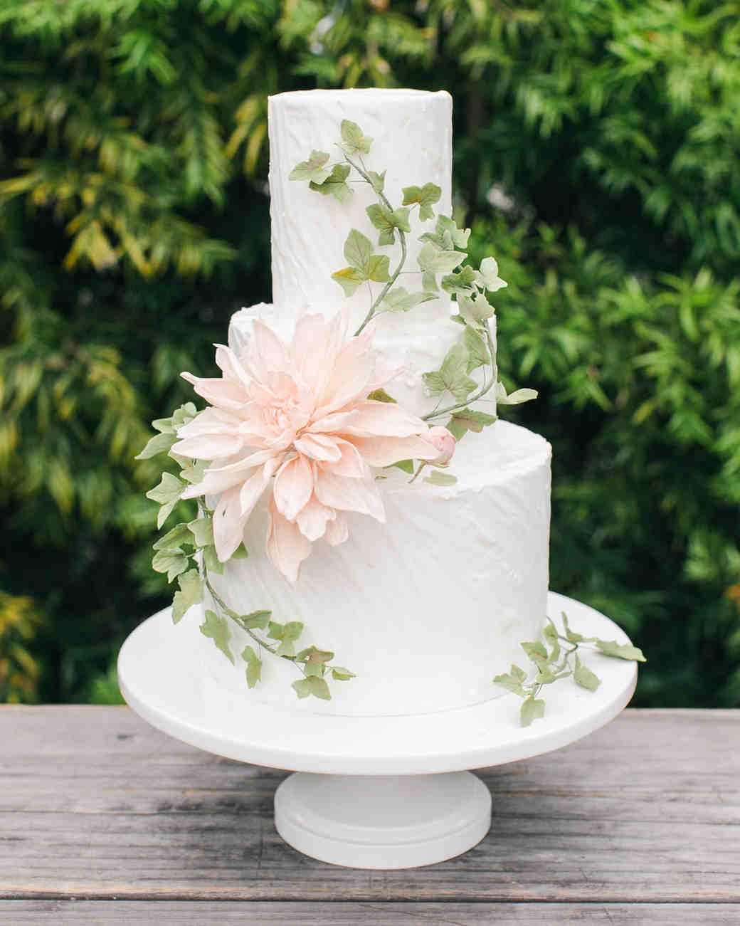 Sugar Flowers For Wedding Cakes  Wedding Cakes with Sugar Flowers That Look Incredibly Real