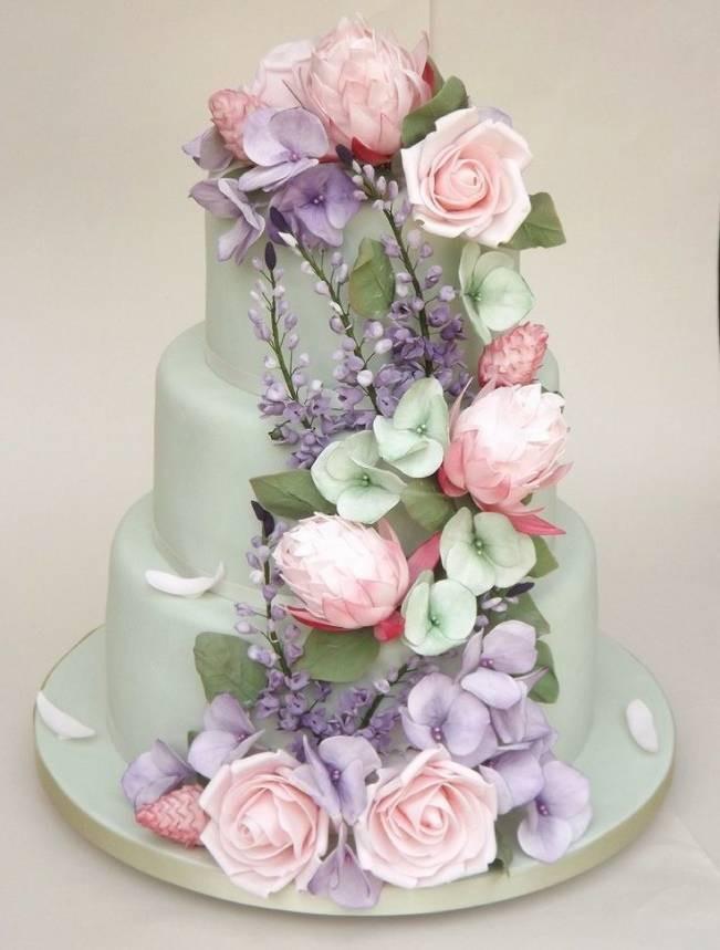 Sugar Flowers For Wedding Cakes  13 Inspiring Sugar Flower Wedding Cakes