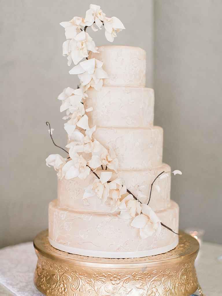 Sugar Flowers For Wedding Cakes  16 Prettiest Sugar Flower Wedding Cakes