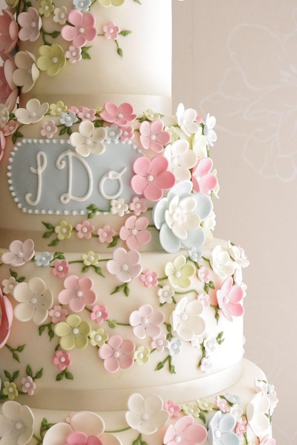 Sugar Flowers For Wedding Cakes  18 Pastel Wedding Cake Ideas For 2016 Spring