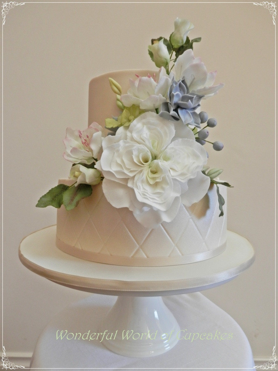 Sugar Flowers Wedding Cakes  Two Tier Chocolate Wedding Cake I Made Lots Pretty