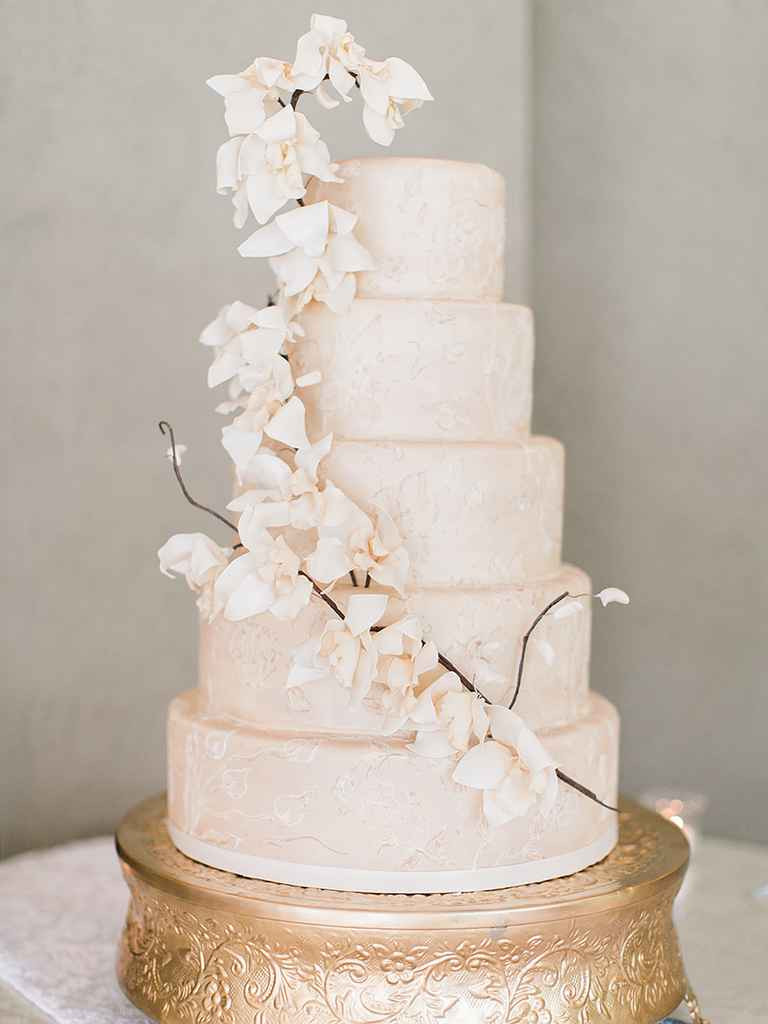 Sugar Flowers Wedding Cakes  16 Prettiest Sugar Flower Wedding Cakes