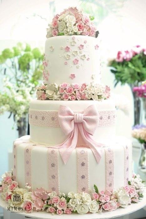 Sugar Flowers Wedding Cakes  Beautiful Wedding Cake With Edible Sugar Flowers