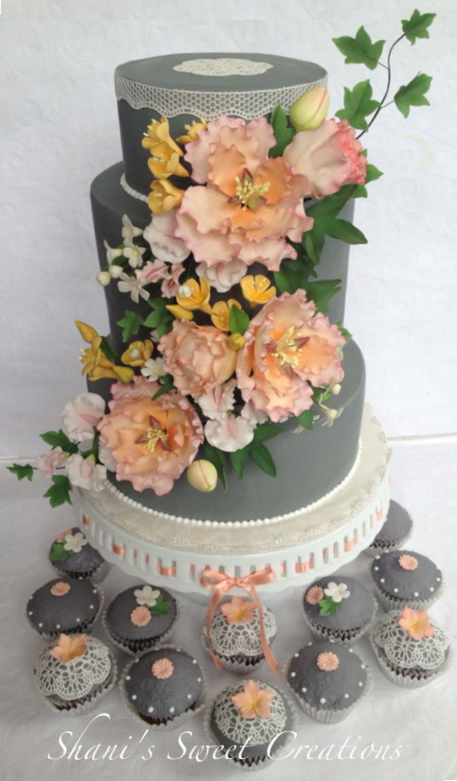 Sugar Flowers Wedding Cakes  Wedding Cake And Matching Cupcakes With Sugar Flowers And