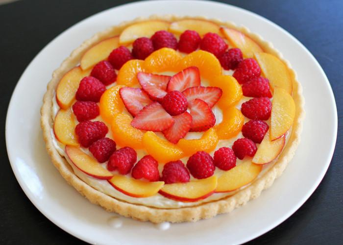 Summer Fruit Desserts  Favorite Summer Dessert Fruit Pizza