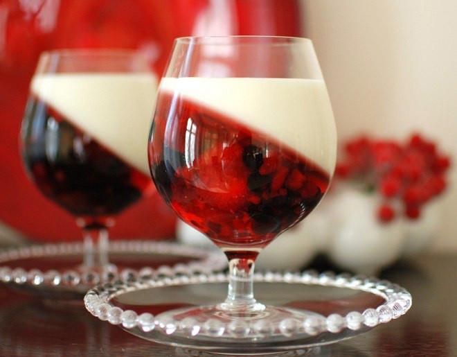 Summer Fruit Desserts Recipes  Easy summer dessert recipe Yogurt & berry fruit jellies