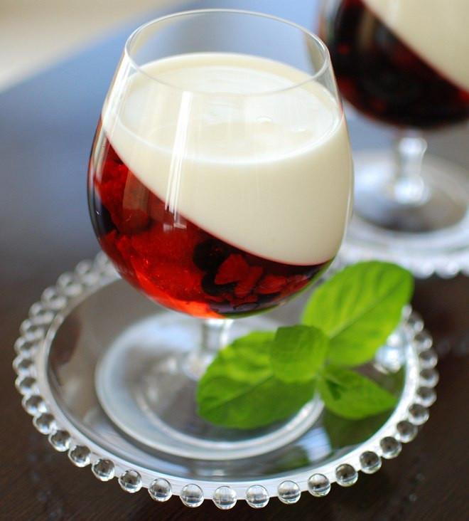 Summer Fruits Desserts  Easy summer dessert recipe Yogurt & berry fruit jellies