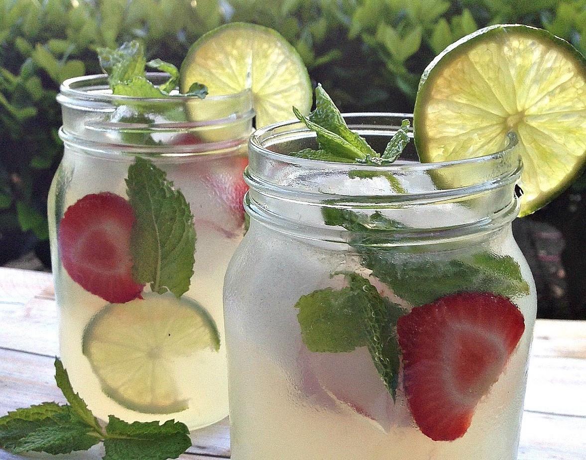 Summer Mixed Drinks With Vodka  Refreshing Summer Drinks Vodka Mint Lemonade Cocktail