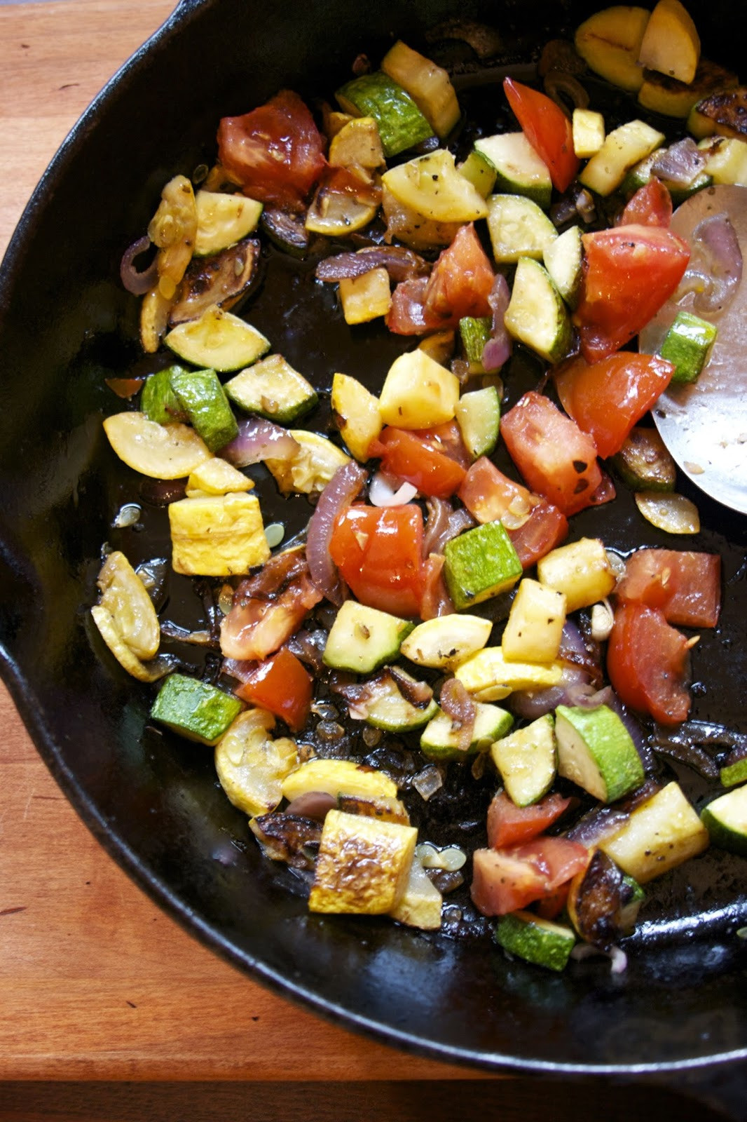 Summer Vegetable Side Dishes  Summer Ve able Saute Zucchini Tomato & Red ion side