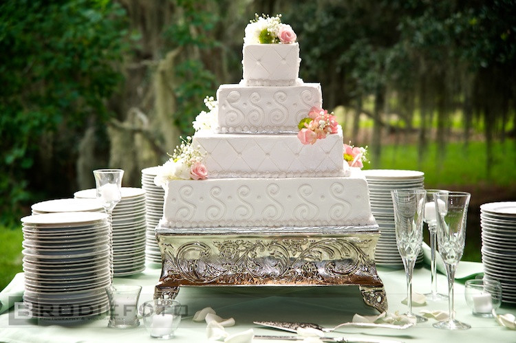 Summer Wedding Cakes  15 Gorgeous Wedding Cake Ideas Inspired by The Summer
