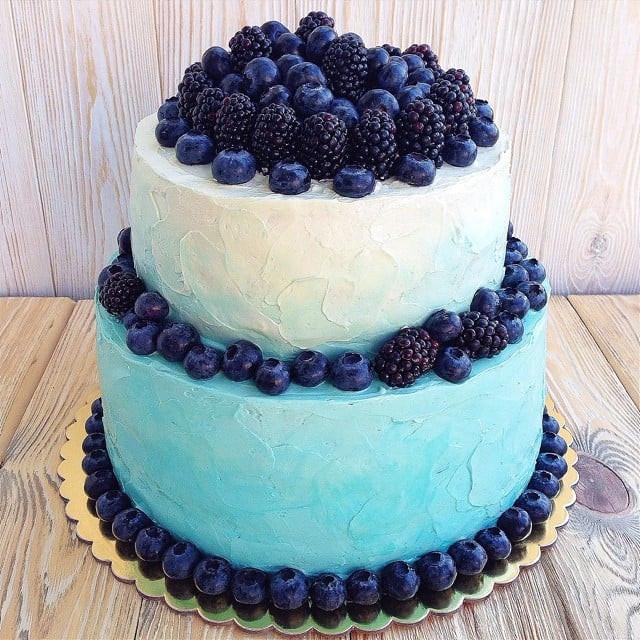 Summer Wedding Cakes  Summer Berries Cake Summer Wedding Cake Ideas