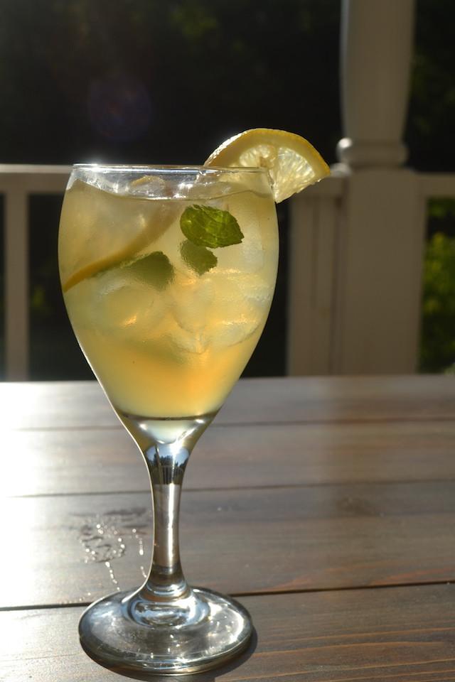 Summer Whiskey Drinks  Whiskey and Lemonade Cocktail