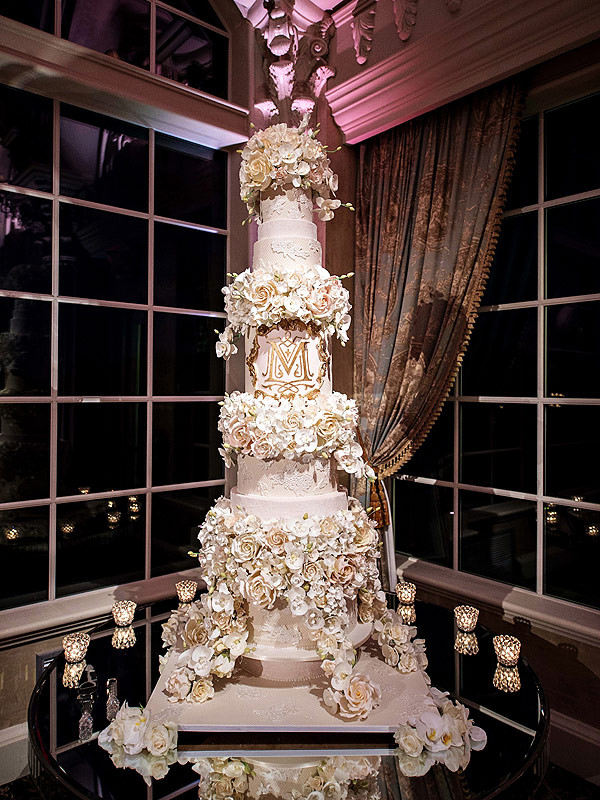 Tall Wedding Cakes  Tracy Morgan Wedding Cake See the 5 Foot Tall Stunner