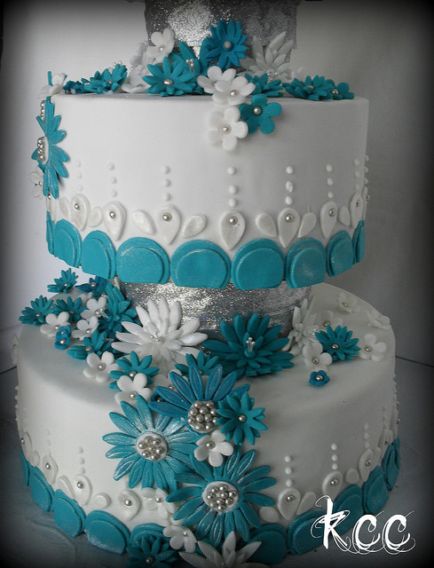 Teal And White Wedding Cake  Teal and White Daisy Wedding Cake