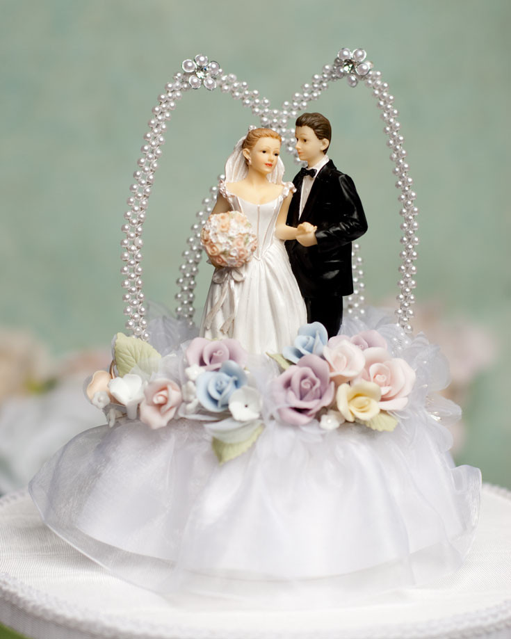Tops Of Wedding Cakes  10 Unique Wedding Cake Toppers
