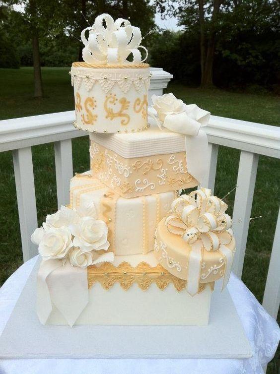 Topsy Turvey Wedding Cakes  20 Creative Topsy Turvy Wedding Cake Ideas