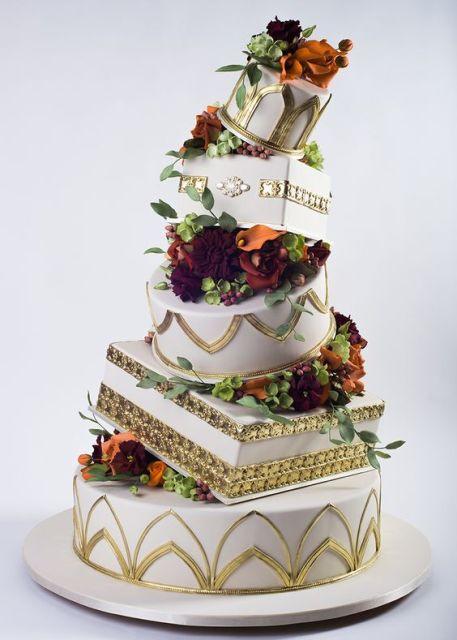 Topsy Turvey Wedding Cakes  20 Creative Topsy Turvy Wedding Cake Ideas Weddingomania