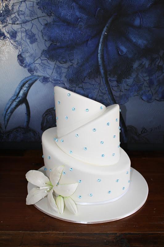 Topsy Turvey Wedding Cakes  Sandy s Cakes Emily s Topsy Turvy Wedding Cake