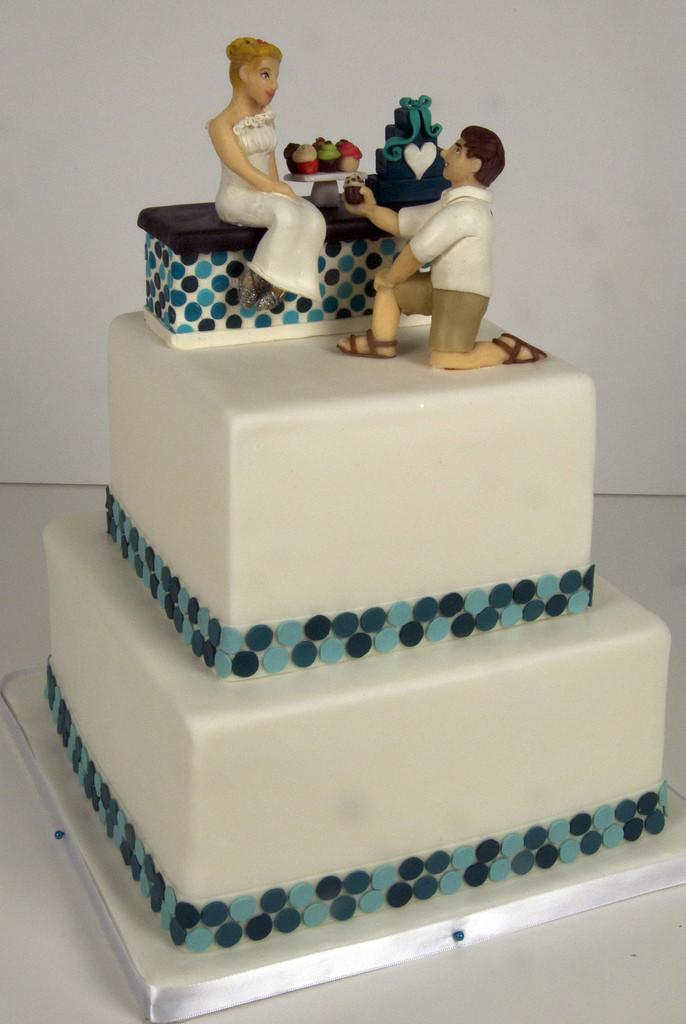 Toronto Wedding Cakes  W9085 cupcake shop wedding cake