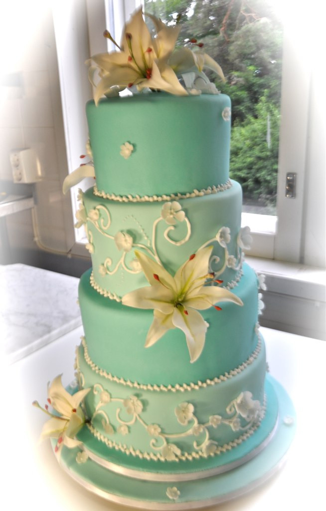 Transporting Wedding Cakes  Turquoise wedding cake