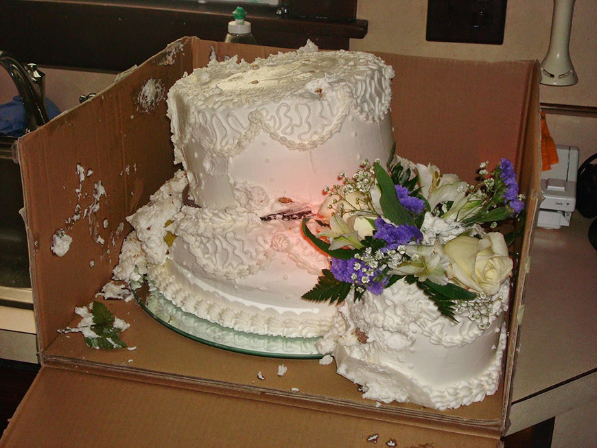 Transporting Wedding Cakes  11 Wedding Cake Disasters