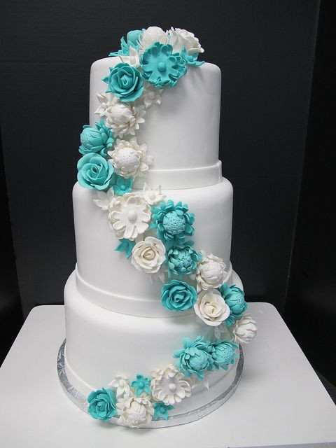 Turquoise And Yellow Wedding Cakes  23 Elegant Tiffany Blue Wedding Cake Ideas Weddingomania