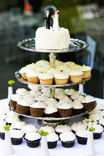 Types Of Wedding Cakes  two types of cup cakes for wedding