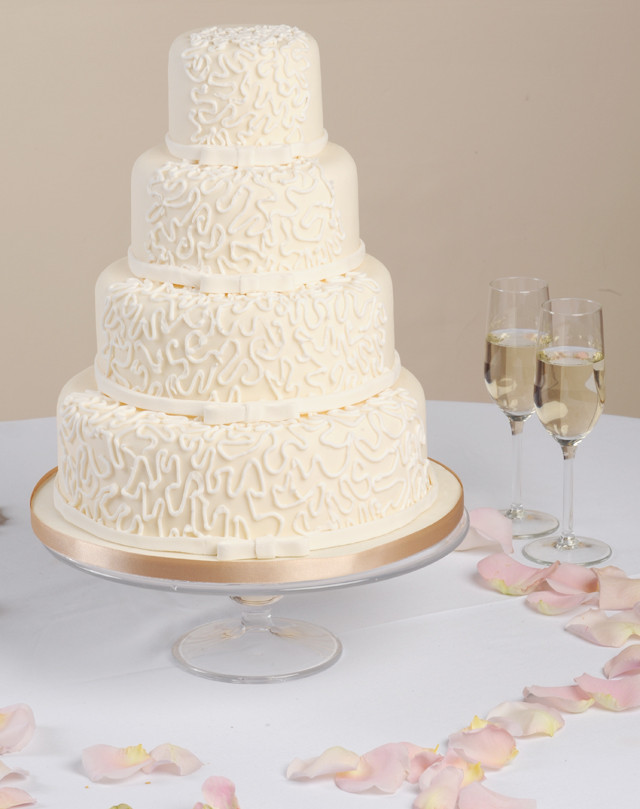 Vanilla Wedding Cakes  UK Weddings Blog Inspiration Lovemelovemywedding