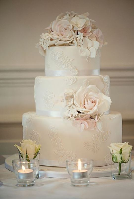 Vintage Style Wedding Cakes  Picture chic vintage style wedding cakes with an old