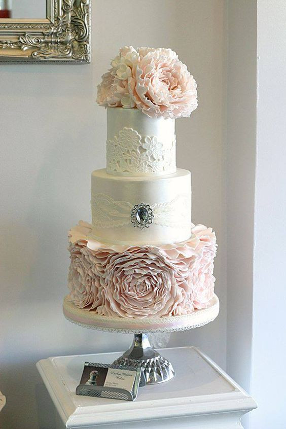Vintage Style Wedding Cakes  Vintage Wedding Cakes A Touch of Unexpected Romance and Glam