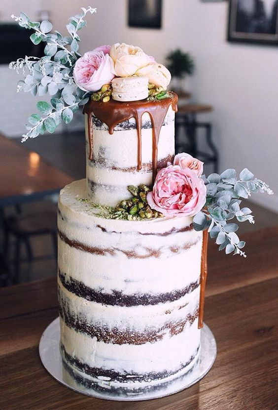 Vintage Wedding Cakes  Vintage Wedding Cakes A Touch of Unexpected Romance and Glam